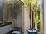 29. Guestbathroom outside